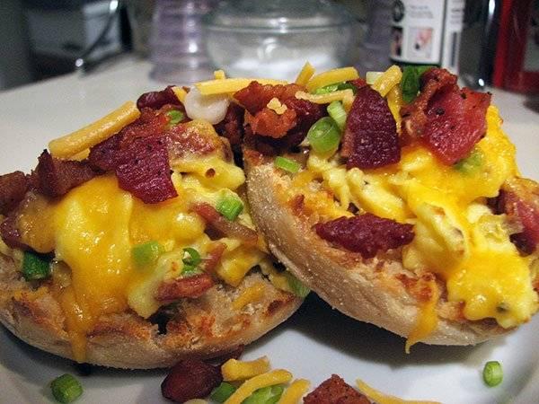 """English Muffin Breakfast """"Pizza"""" Recipe"""