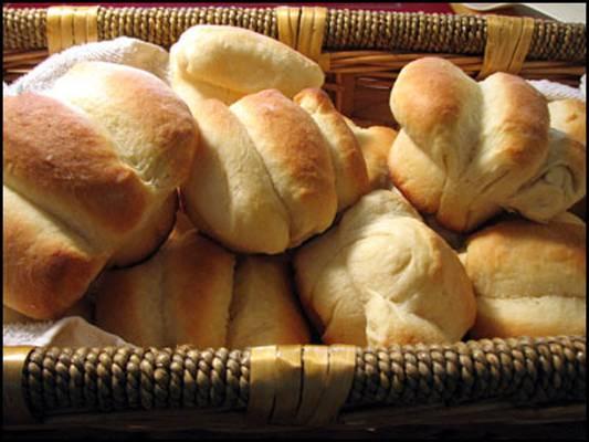 cloverleaf-dinner-rolls-2