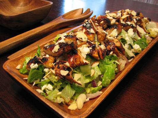 La Salade d'Elle (Chicken Salad with Almonds, Queso Fresco and Raspberry-Lime Vinaigrette)