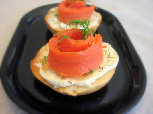 salmon-dilled-cream-cheese-bagels