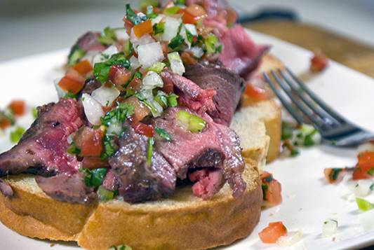 Crostini-with-Beef-and-Pico-de-Gallo21