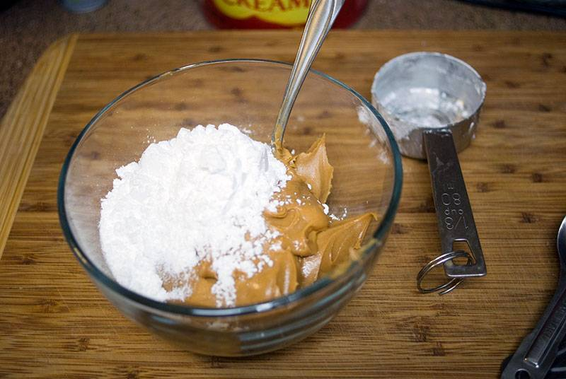 Panut butter and powdered sugar