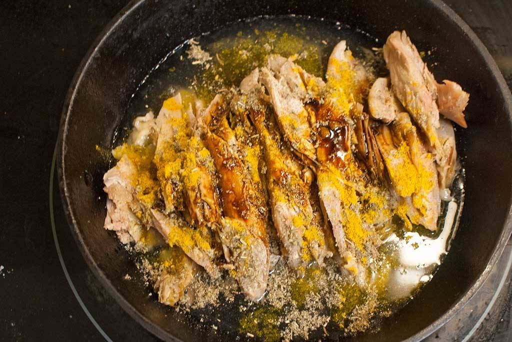 season-leftover-turkey-with-curry-and-spices