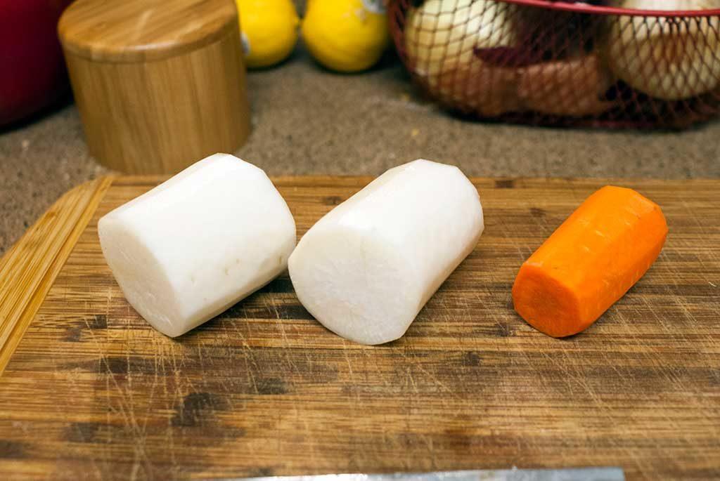 Daikon and Carrot for Namasu