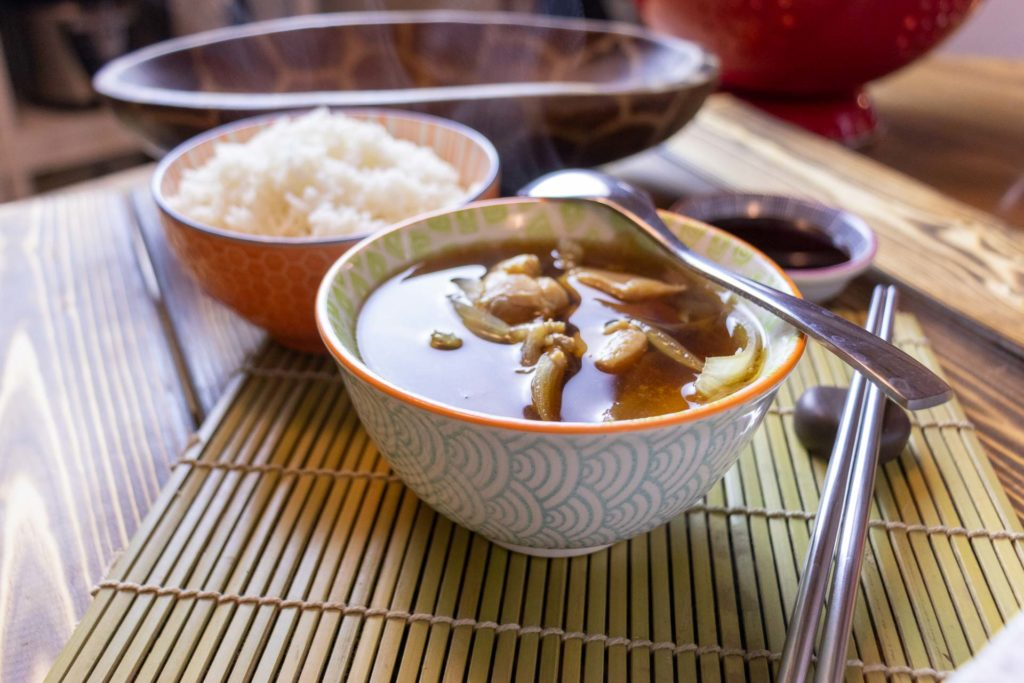 Simmered chicken and onions in broth